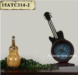 Orologio grigio del piano d'appoggio del metallo di figura della chitarra dell'oggetto d'antiquariato della decorazione dell'annata