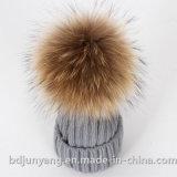 100gアクリルの安い毛皮POM POMの帽子によって編まれる子供の帽子
