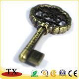 チャーミングな銅めっきのキーの形の金属亜鉛合金のキーホルダー