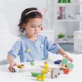 L'animale di legno del bambino ostruisce i giocattoli del gioco dell'equilibrio di formazione dei bambini del regalo