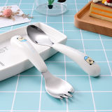 ステンレス鋼の平皿類か食事用器具類はスプーンおよびフォークを含む子供のためのプラスチック手によってセットした