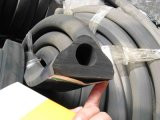 Verdrängter Gummistreifen-Gummistoßstreifen