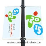 旗のフラグのハングシステム(UNA80)を広告している金属の街灯ポーランド人