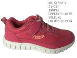 Numéro 51566 deux chaussures de sport des chaussures du gosse de couleur avec le Velcro