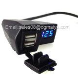 방수 덮개를 가진 1마리의 이중 USB 운반 전화 충전기 파란 LED 전압계 USB 차 충전기에 대하여 3.1A 기관자전차 2