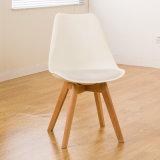 Cadeira de jantar plástica dos PP do coxim de couro moderno com pés plásticos