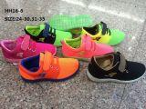 子供PVC注入のホック及びループ靴の多彩なスポーツの靴(HH16-6)