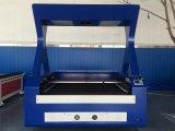Câmera que posiciona a máquina de estaca do laser da alimentação automática para a tela