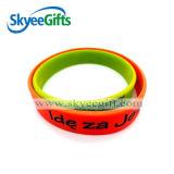 Kundenspezifischer Silikon-Gummi-Großhandelswristband und Armband für Förderung