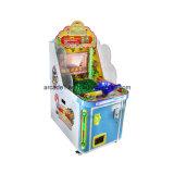 作動する硬貨は釣ゲーム・マシンの子供のクイズゲームをからかう