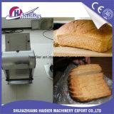 電気パンのスライス打抜き機のテーブルの上のパンの塊のスライサー