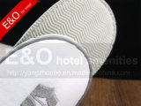 刺繍のロゴデザインのビロードのベロアのスリッパ