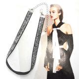 De dunne Halsbanden van de Nauwsluitende halsketting van het Fluweel met de Juwelen van de Manier van de Lovertjes van de Helling