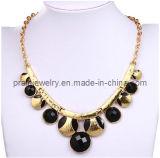 La primavera de la moda collar chapado en resina negra con forma de cordón de oro