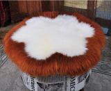 本物の羊皮の円形の腰掛けのパッドのソファーのクッション