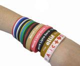 De Armband van het silicone met Embooss Embleem, de PromotieManchet van het Silicone van de Gift