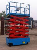 Plataforma elevadora de tijera móvil para hombre trabajando