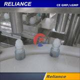 Imbottigliamento liquido cosmetico e coperchiamento della sfera di vetro