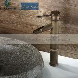 Double robinet antique de cuisine de traitement