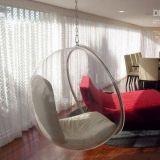 Accueil balcon mobilier coloré chaise balançoire de Nice