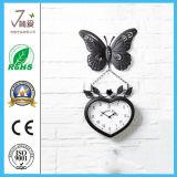 Металлический сад висящих утюг часы в форме бабочки