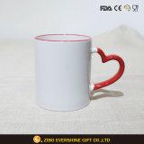 La sublimación de color blanco cerámica taza con asa Heart-Shape rojo