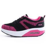 Les femmes à accroître la ventilation et de façon chaleureuse les chaussures de sport