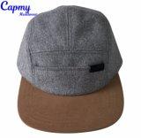 Diseño de los clientes 5 Grupo Hat con la etiqueta la tapa del panel de 5