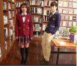 مدرسة ثانويّة طالب [سكهوول ونيفورم] لأنّ فصل خريف وشتاء