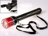 4 millions de volts Police électrique Stun Baton lampe de poche avec l'alarme