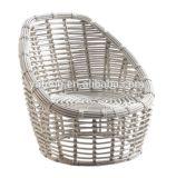 Для использования вне помещений удобные плетеной плетеной мебелью со столом Председателя и подушки сиденья