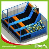 Kind-Innentrampoline-Bett-Form-Trampoline-Park mit Sicherheitsnetz