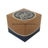 クリスマスのための正方形の木のギフト用の箱