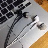 China Bluetooth estéreo de fábrica en la oreja Auricular Universal con Michael