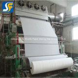 Papel higiénico de la pequeña escala que hace la máquina con el corte automático de la empaquetadora del rodillo
