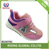 Wenlingの工場からの卸し売り女の子および男の子の方法PUの偶然のスポーツの靴