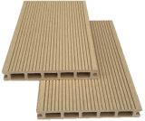 Haltbarer ausgeführter hölzerner zusammengesetzter Gleitschutzplastikdecking /Flooring mit Fabrik-Preis