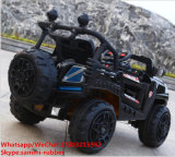 Kinder spüren elektrisches Auto-batteriebetriebenes Spielzeug-Auto auf