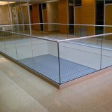 Invisiableの最下フレームのガラス柵で囲むFramelessガラスの手すり