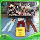 Caneleiras de vestuário usadas da segunda mão da bala para a venda
