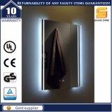 Stanza da bagno di modo con lo specchio di Certifcated LED