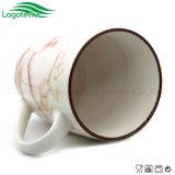Nuova tazza di ceramica con il disegno operato