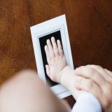 Handprint e frame da foto da cópia do pé para o bebê