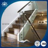 En el interior de acero inoxidable con acabado satinado barandillas para escaleras del hotel