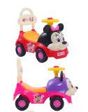Brinquedo das crianças que desliza o carro