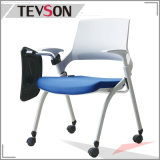 会合またはトレーニングのための執筆ボードが付いている学校の椅子学生の椅子