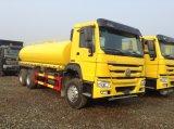 Sinotruk 판매를 위한 튼튼한 20cbm HOWO 6X4 가격 도로 물뿌리개 물 트럭