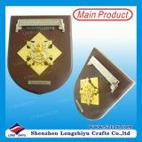 Las placas de encargo del oro plateado Finlandia dragón de madera decorativos Escudo
