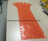 Medizinisches chirurgisches Wegwerfpolyäthylen-langer Hülsen-Handschuh, der Maschine herstellt