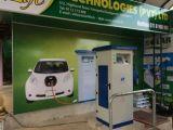Station de charge EV alimentée par énergie solaire Chargeur rapide EV avec connecteur combiné Chademo et SAE